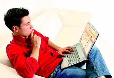 Профили в социальных сетях и на сайте знакомств